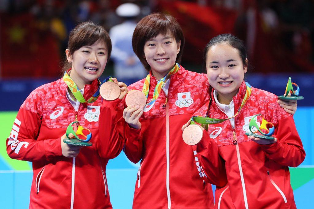 写真:リオ五輪団体で銅メダルを獲得した福原愛さん、石川佳純、伊藤美誠/撮影:YUTAKA/アフロスポーツ